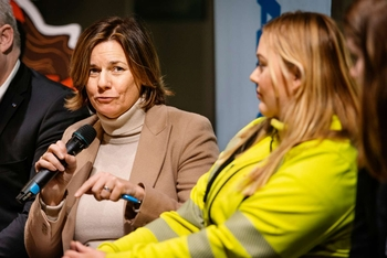 Swedish Minister for Environment and Climate Isabella Lövin and Nordic Climate Action Weeks Key Listener Amanda Borneke.